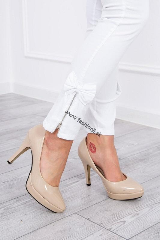947885eb8520 Elastické biele džínsy s mašličkou na boku nohavice